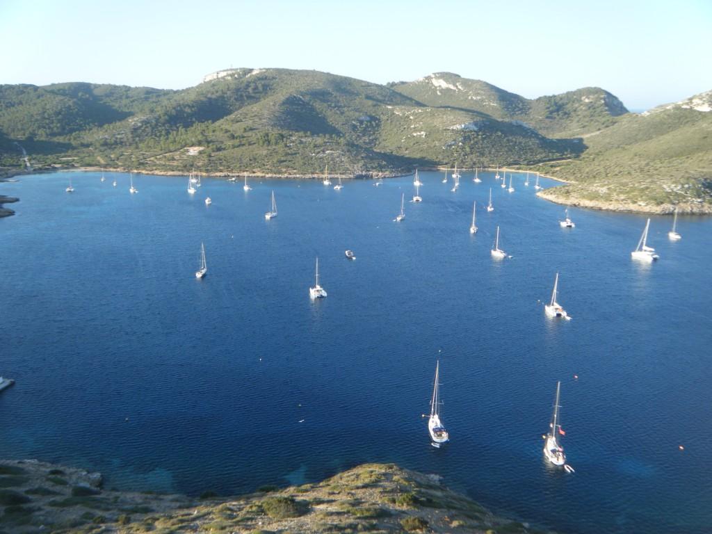 Isla de Cabrera, Baleares, bahía donde fondean los barco que la visitan.
