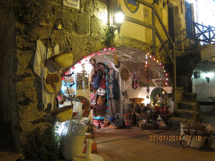 Ciudatella, Menorca Calles peatonales y comerciales por la ciudad