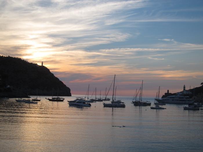 Puerto de Soller en Mallorca. Es un puerto natural, situado en la costa Noroeste de la isla en la Sierra de Tramontana